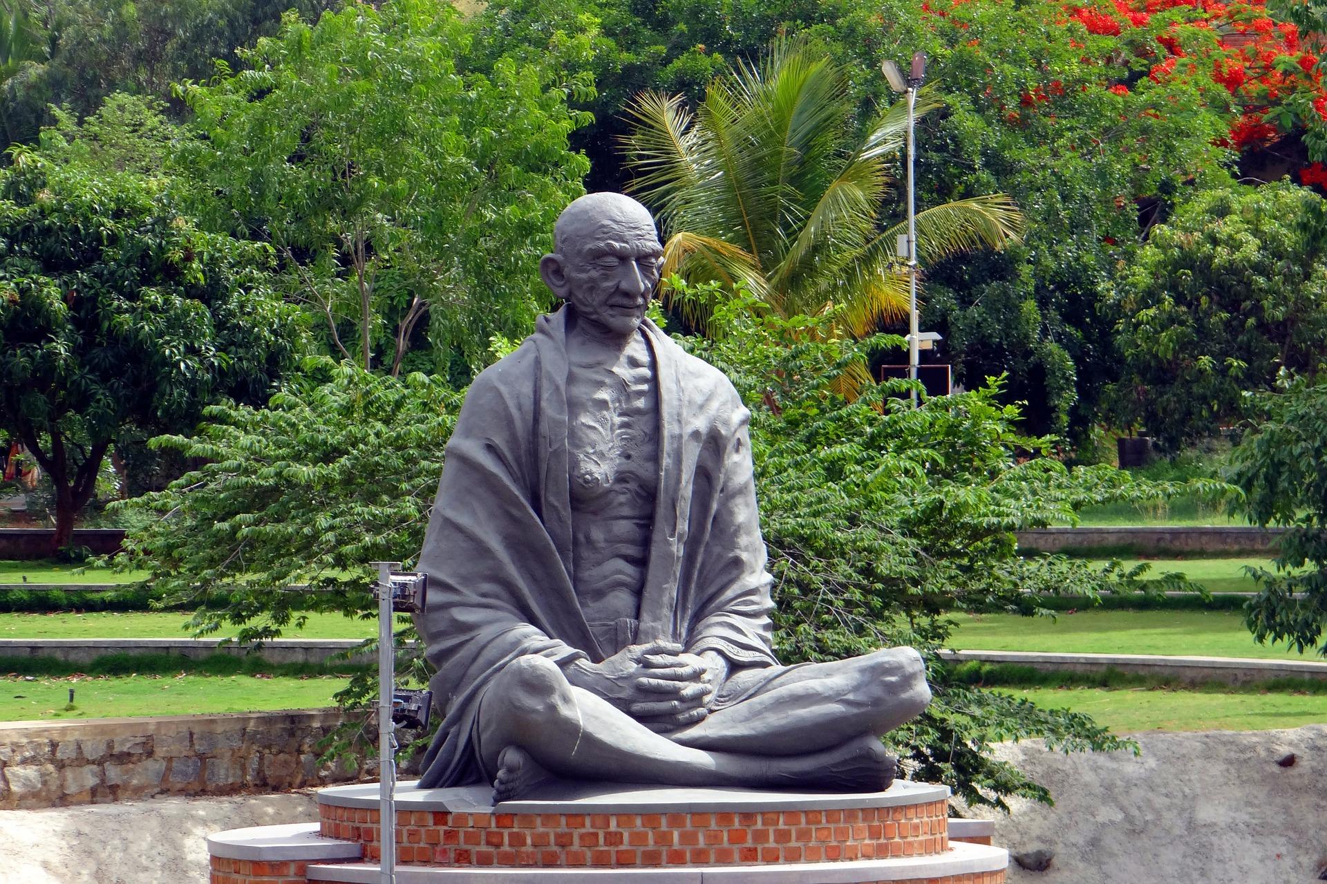 statue-369845_1920